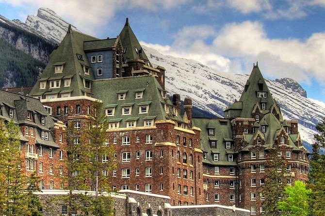 Private Departure Transfer: Banff to Calgary International Airport