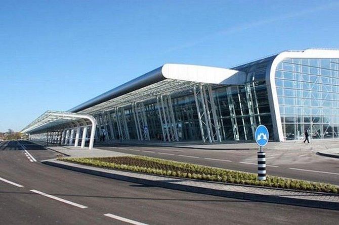 Private Departure Transfer: Lviv International Airport from Lviv Hotel