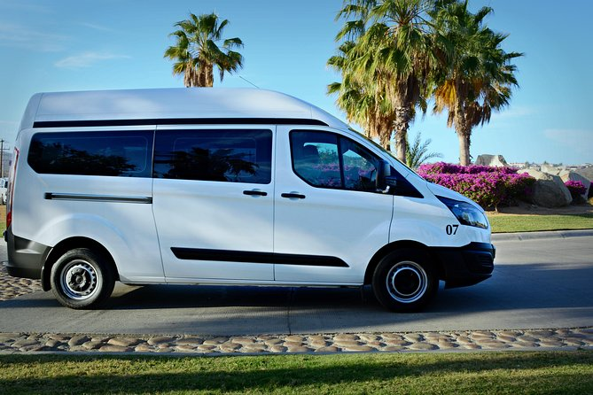 Private Round-Trip Transfer: Los Cabos Airport to Hotel