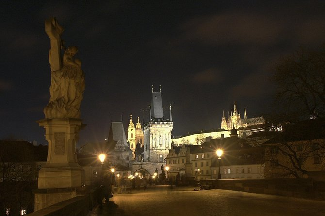 Prague Castle and Charles Bridge in the Night ©CzechTourism Author Lubomir Stiburek