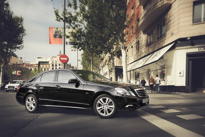Private Transfer Granada Airport to Granada City or Sierra Nevada by BusinessCar