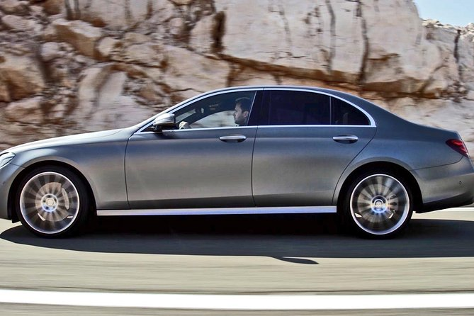Private Transfer: Granada City or Sierra Nevada to Airport GRX by Business Car