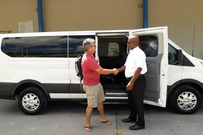 Shared Arrival Transfer: Providenciales Airport to Providenciales Hotels