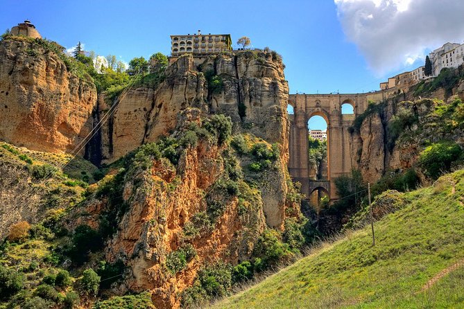 Granada Private Transfer to Seville with a Visit to Ronda