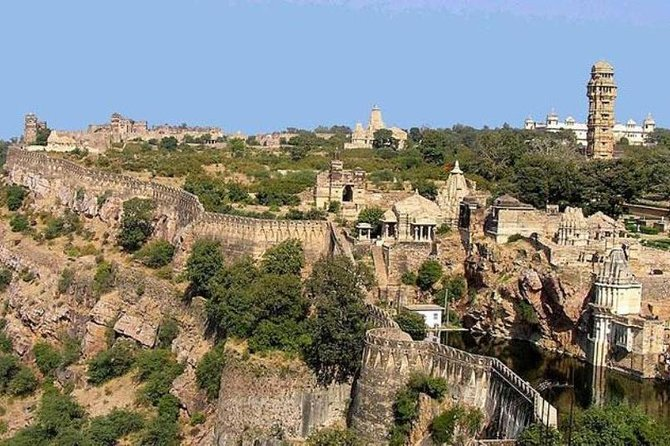 Private transfer: Jaipur to Udaipur enroute Trip to Chittorgarh Fort