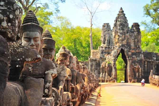 Small Group Overland Transfer Siem Reap to Phnom Penh