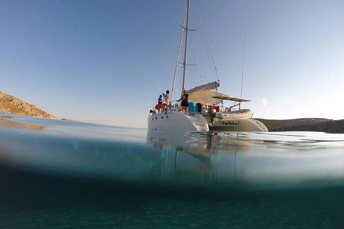 Cruzeiro Privativo à Vela com Catamarã em Mykonos com Alimentos e Bebidas