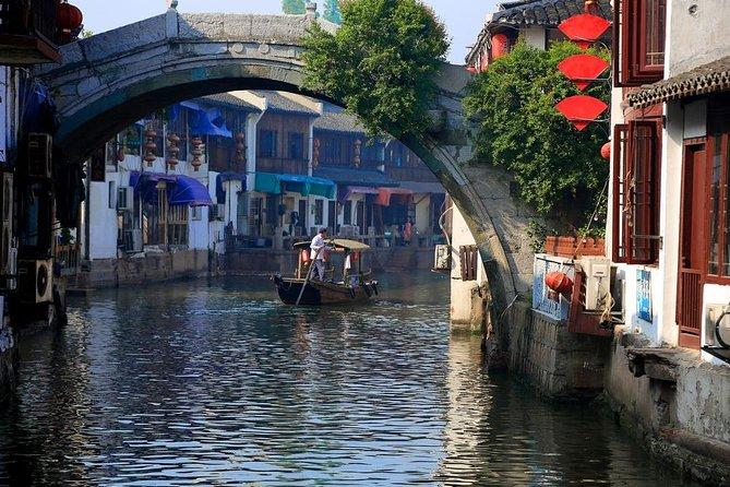 Shanghai Layover Tour to Zhujiajiao Water Town with Maglev Train Ride Option