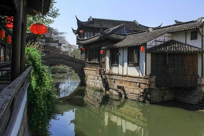 Private Shanghai Layover Tour to Nanxiang Ancient Town with Hot Spring Bath