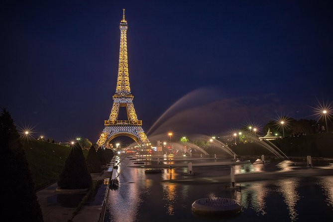 Jantar na Torre Eiffel, Cruzeiro pelo Rio Sena e show no Moulin Rouge de minivan