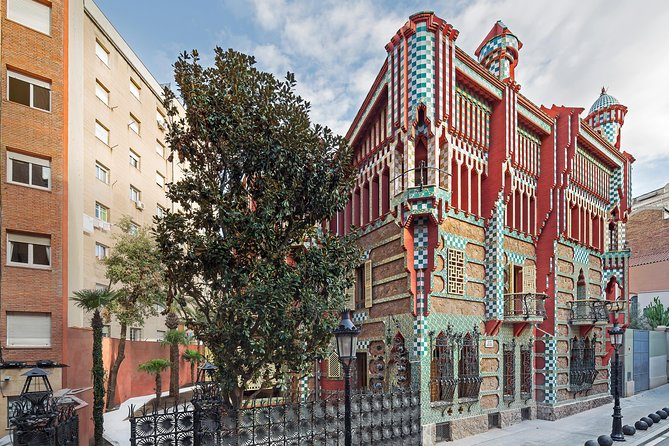 Casa Vicens early morning visit and Park Güell guided tour - Skip the crowds!