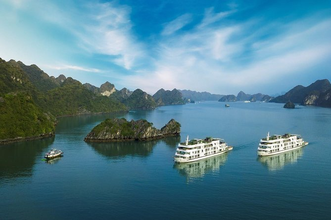 Overnight cruise in Ha Long, Lan Ha Bay with kayaking, swimming and caving