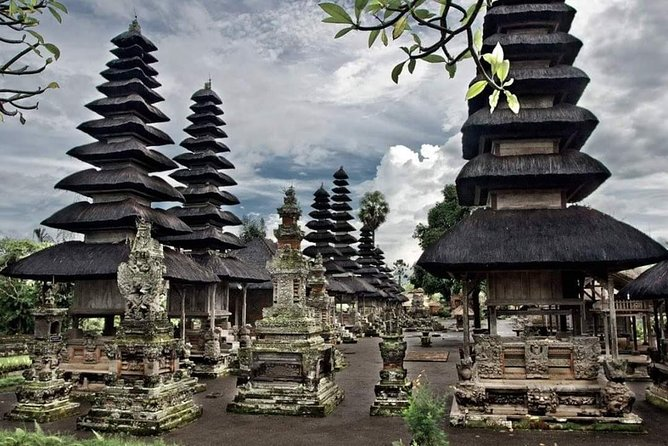 Private Taman ayun temple and Tanah lot temple half Day tour