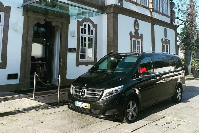 Lisbon Airport / Hotel round-trip private transfer