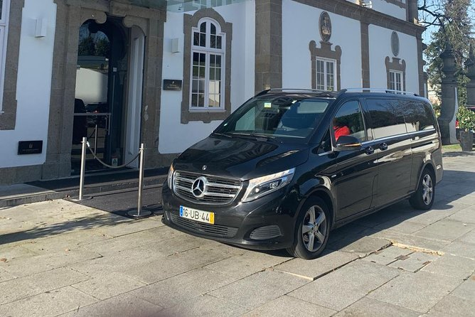 Lisbon Airport / Hotel one-way private transfer