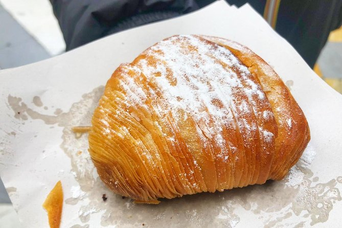 Naples Walking Tour with Pizza and Sfogliatella Tasting photo 4
