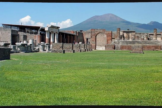 Private Tour Pompeii Herculaneum Vesuvius photo 3