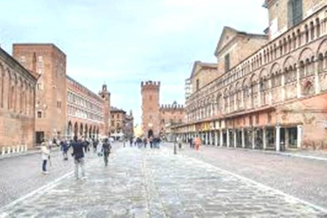 Ferrara Tour of Must-See Attractions with Local Top Rated Guide