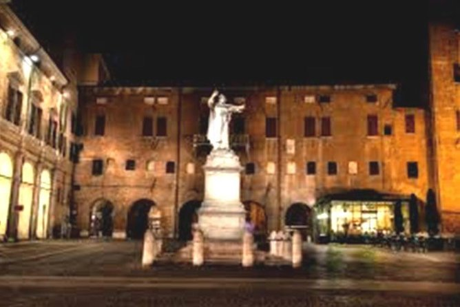 Small-Group Ferrara Tour of City Highlights by Night