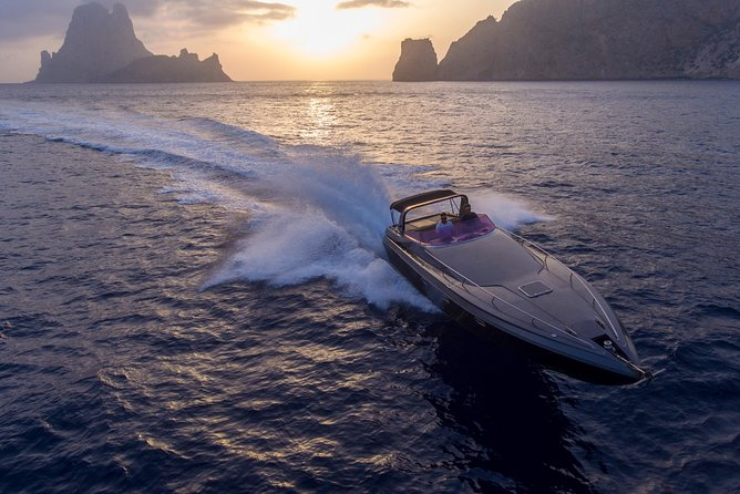 Feel the Ibiza boat experience with this amazing boat!