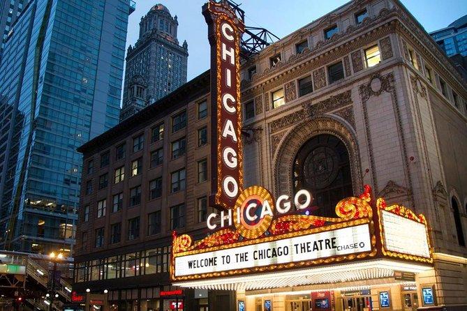 Tour achter de schermen door het historische Chicago Theatre