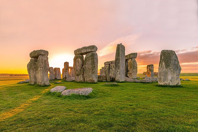 Stonehenge, Avebury stone circles & stunning Cotswold Villages - from Bath