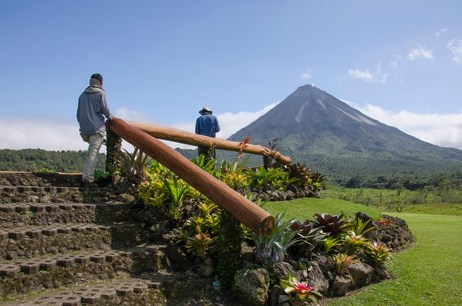 Arenal Volcano Hike + La Fortuna Waterfall