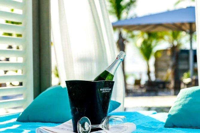 V.I.P Cabana & Day pass to Delfins Beach Resort (cruise ship friendly)
