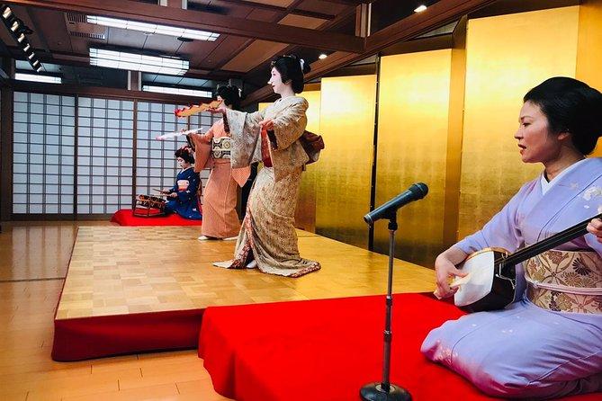 Hopp over linjen: Tokyo Asakusa Geisha Show Ticket med måltid og engelsk guide