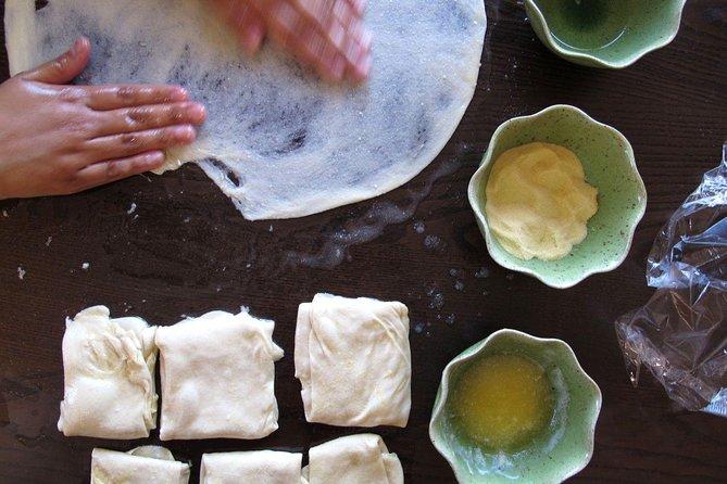 Maak een verscheidenheid aan Marokkaanse pannenkoeken met een lokaal