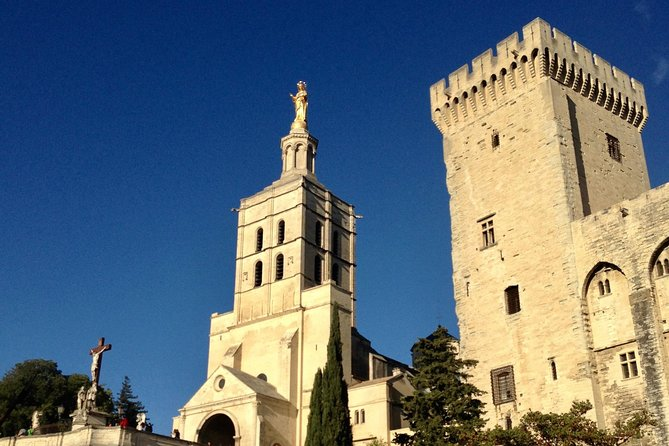 Small group full day tour of Avignon, Gordes and Roussillon from Aix en Provence