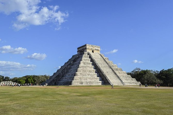 Discover the wonder of the world of Mexico, Chichen Itza, from Cancun or Riviera