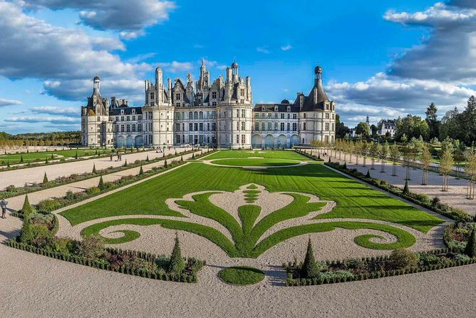 Loire Valley Small Group Tour with Castle Visits from Paris