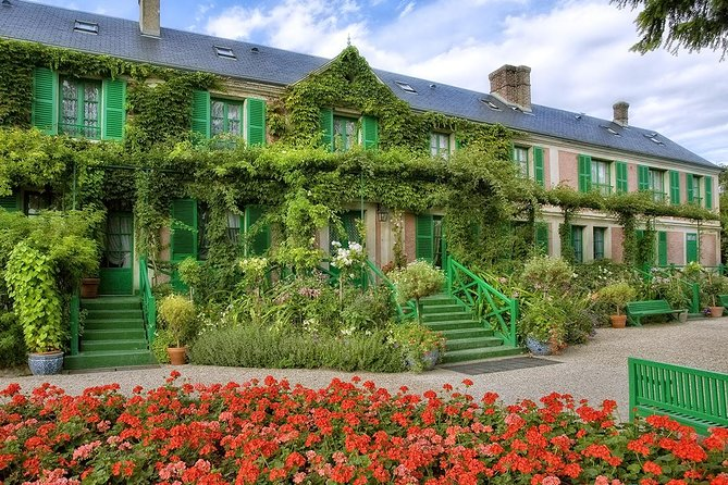 Giverny & Versailles Priority Access Optimized Guided Day Tour from Paris
