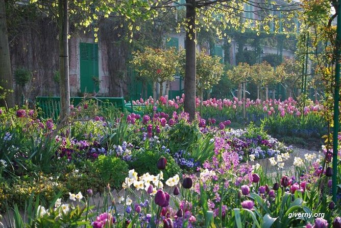 "Giverny & Auvers sur Oise ""On the road of Impressionists"" Guided Day Tour"