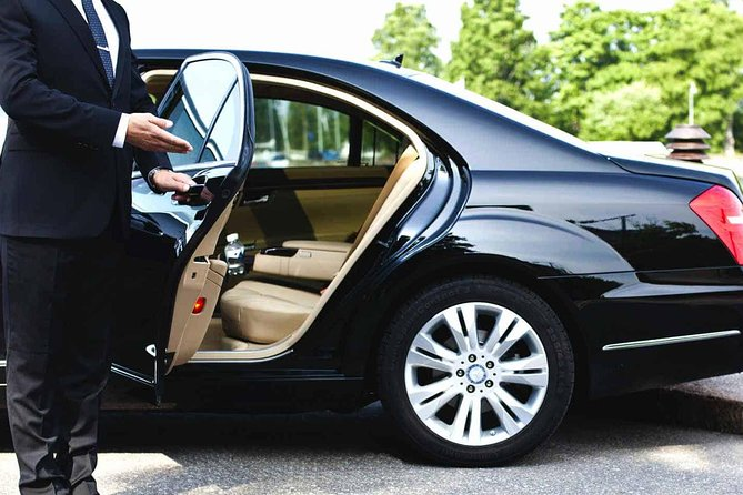Newark Airport (EWR) - Luxury Private Airports Transfers To and From NYC Hotel