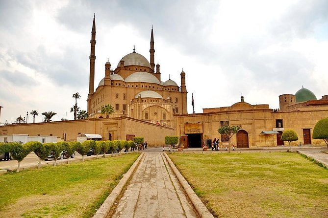 Private Guided Tour around Islamic Cairo Mosques Gates & Bazaar including Lunch