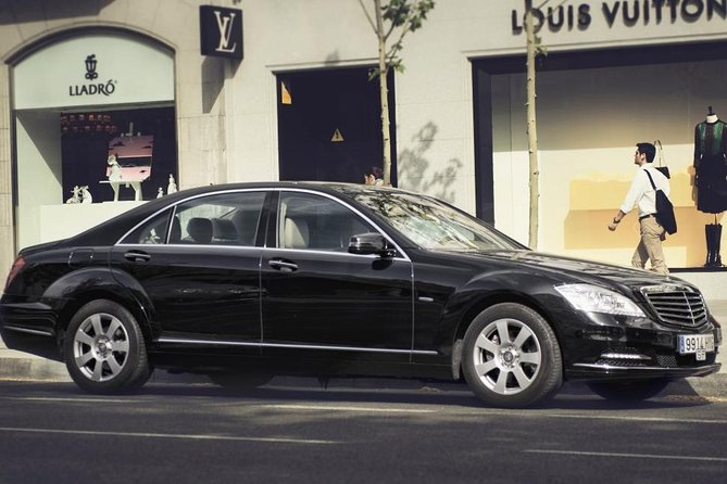 Private Amsterdam Airport Arrival Transfer to Eindhoven by Luxury Car