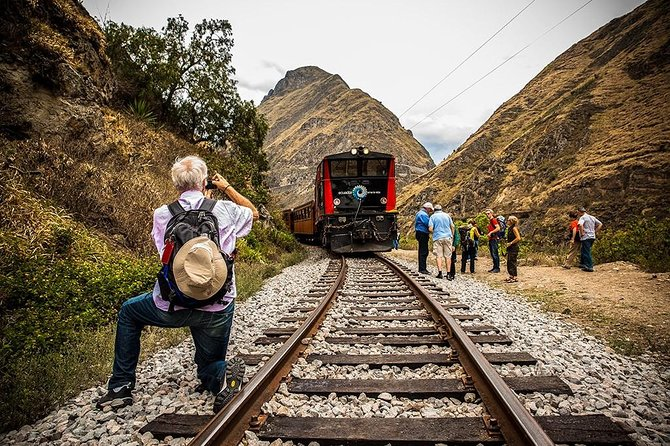 3-Day Trip Cotopaxi Volcano,Baños Small Town & The Devil's Nose Train from Quito