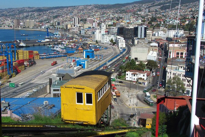 Santiago: Full day tour to Valparaiso and Viña del Mar city