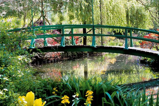 Giverny Private Half-Day Trip including Claude Monet' Gardens & House from Paris