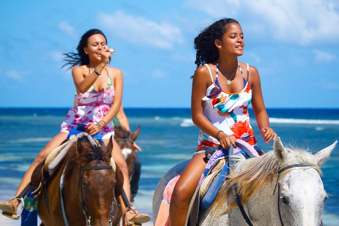 Irie Blue Hole and Horseback Riding Adventure Tour from Runaway Bay