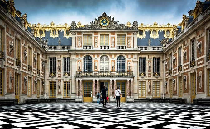 Versailles Palace, Gardens & Trianon Small Group Guided Day Tour from Paris