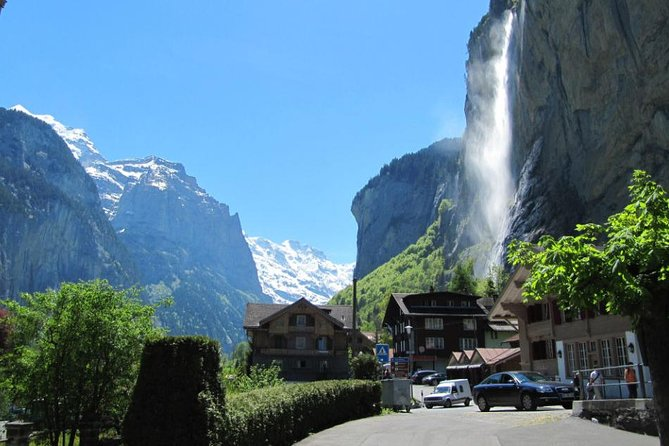 6-Hour Guided e-bike tour to Lauterbrunnen 72 Waterfalls Valley and Swiss Picnic