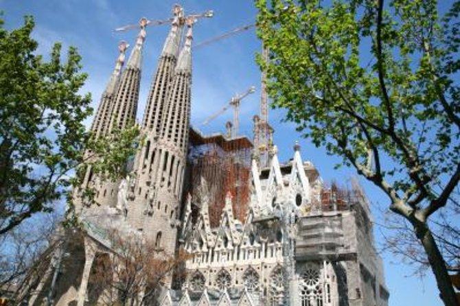 Bon plan -10% sur la visite d'une journée ou d'une demi-journée de Barcelone + accès coupe-file à la Sagrada Familia