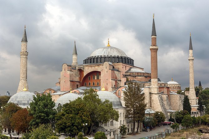 The Legends of History Tour: Blue Mosque and Hagia Sophia in Istanbul
