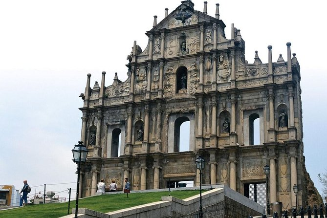 Macau Day Tour from Hong Kong via the Hong Kong, Zhuhai, Macau Bridge with Lunch