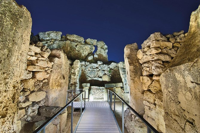 Private Absheron Sightseeing and Gobustan tour