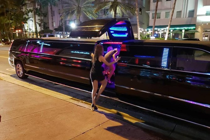 PARTY IN MIAMI WITH OPEN BAR AND LIMOUSINE INCLUDED