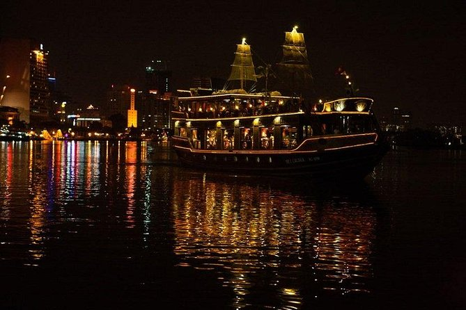 Water Puppet Show Plus Sightseeing by Cyclo and Saigon Dinner Cruise